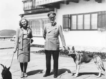 Adolf und Eva Hitler, geb. Braun