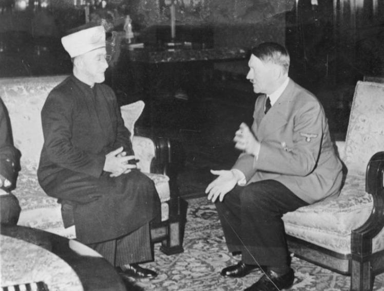 Amin al Husseini und A. Hitler.
