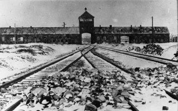 Torgebäude KZ Auschwitz